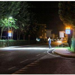 Système d'éclairage et de signalisation interactif pour passages piétons.
