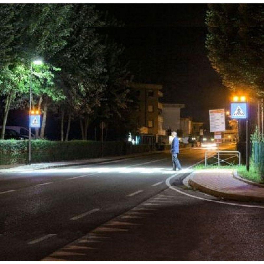 Système d'éclairage et de signalisation interactif pour passages piétons situation nuit 1
